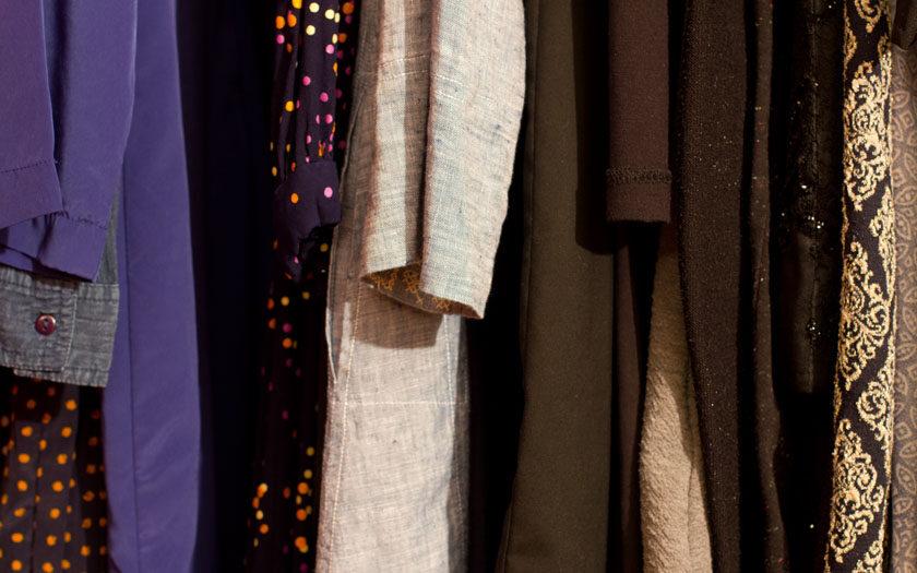 kleider auf der kleiderstange
